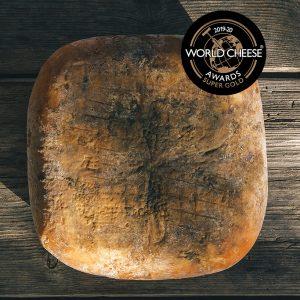 pieza de queso quintana artesano curado mahon menorca super gold en los world cheese awards
