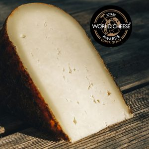 1/8 de queso quintana artesano curado mahon menorca super gold en los world cheese awards