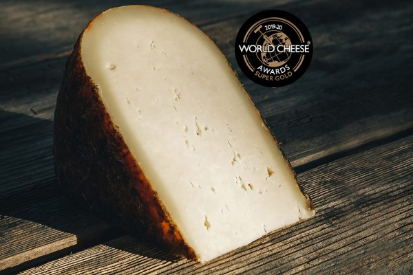 1/8 de queso quintana artesano curado mahon menorca super gold en los world cheese awards