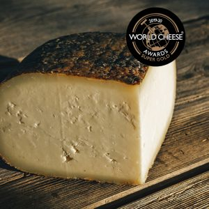 1/4 queso quintana artesano curada super gold en los world cheese awards