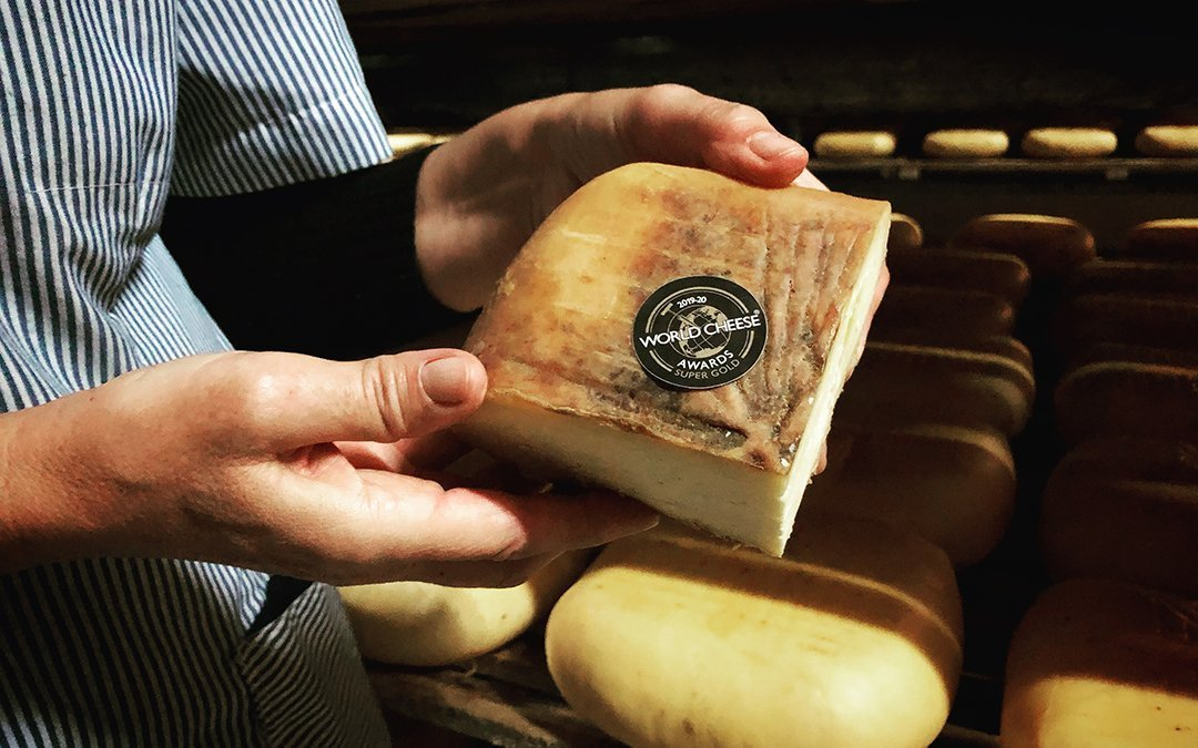 Nuestro Queso curado Quintana Mahón – Menorca D.O.P., ¡medalla Super Gold en los World Cheese Awards 2019-2020!