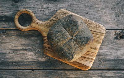 Sorteamos 1 pieza de Queso Quintana artesano Añejo Mahón-Menorca DOP + 1 tabla artesana de madera